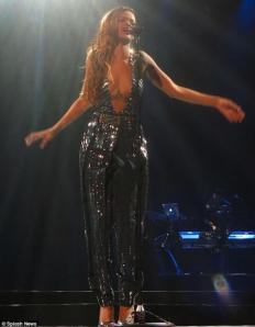 Rihanna Glitters During her Diamond Tour